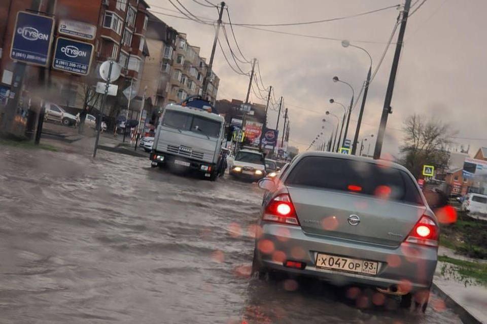 Под воду ушли дороги в Музыкальном районе.