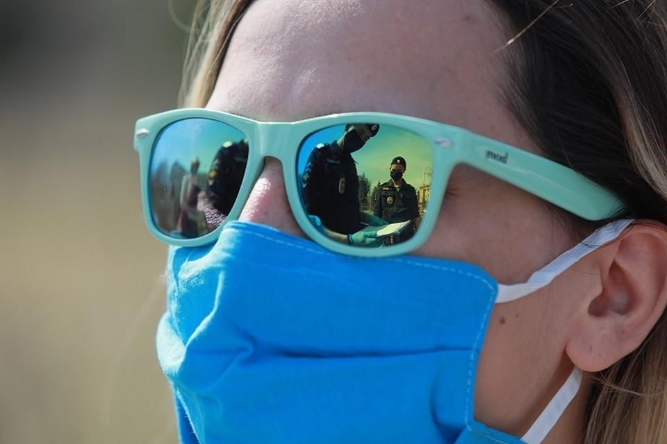В Свердловской области сохраняется масочный режим. хотя с приходом тепла людей в масках стало значительно меньше