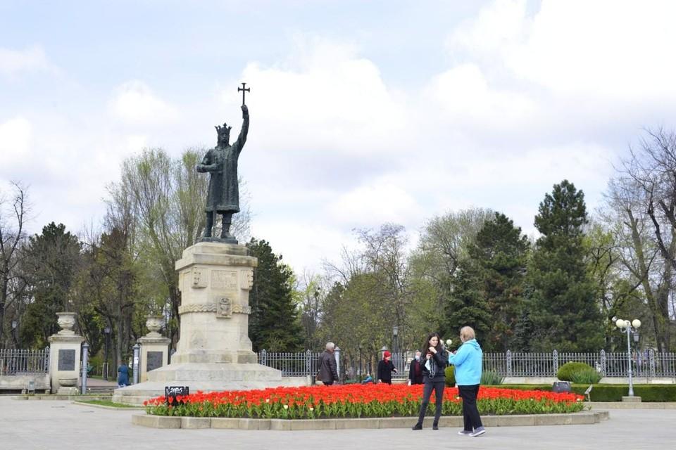 Во всех секторах Кишинева благоустраивают цветники. Фото:ionceban.md