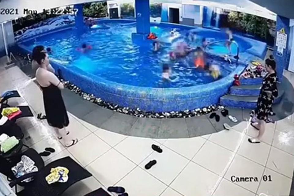 Видео момента гибели 8-летней девочки в бассейне в Красноярском крае появилось в соцсетях/ Видео: соцсети