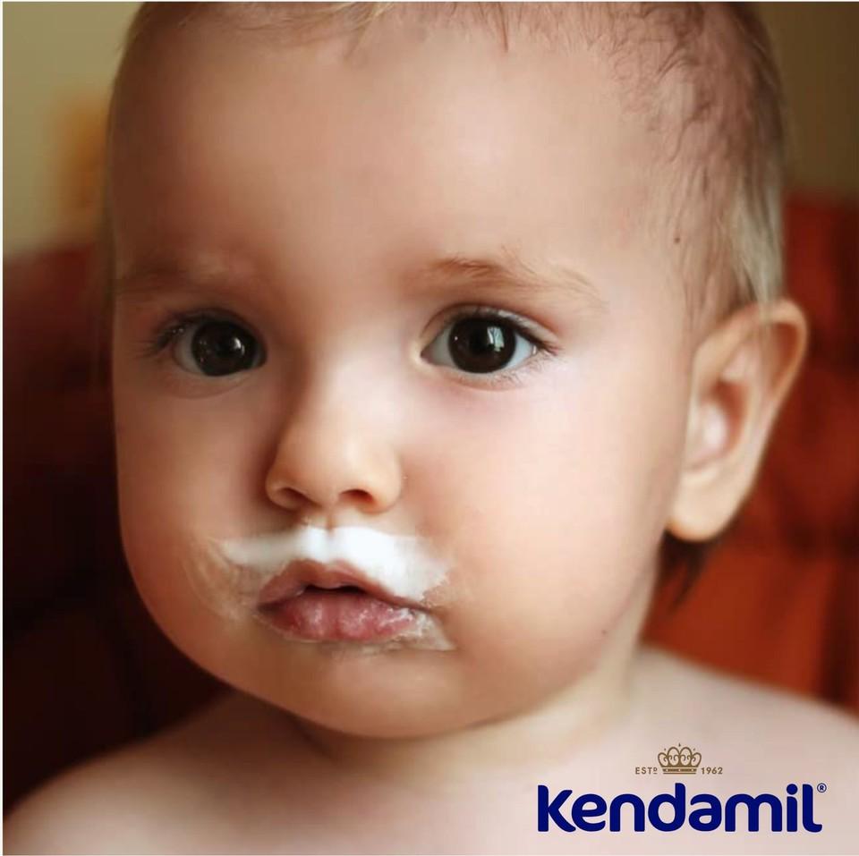 Уникальный рецепт цельного молока Kendamil обеспечивает более естественный источник жира для вашего ребенка.