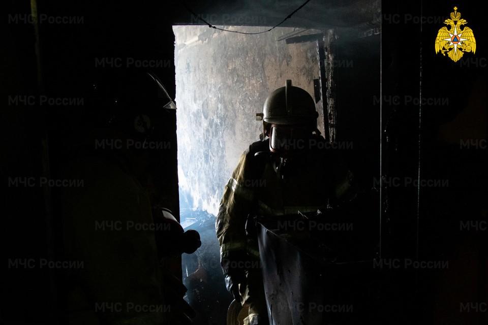 Загорелась квартира на первом этаже.
