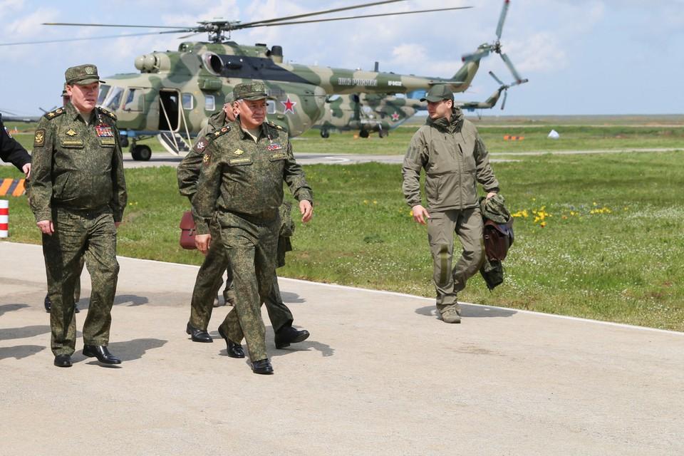Министр сообщил о перебазировании в район Крыма более 50 военных самолетов и 20 кораблей. Фото: Пресс-служба Минобороны РФ