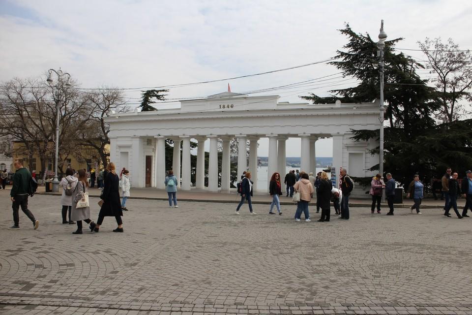 Севастополь во все времена года привлекает к себе туристов.