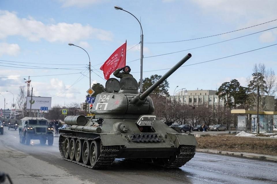 Новосибирские военные подготовили танк Т-34 к параду Победы 9 мая. Фото: пресс-служба ЦВО.