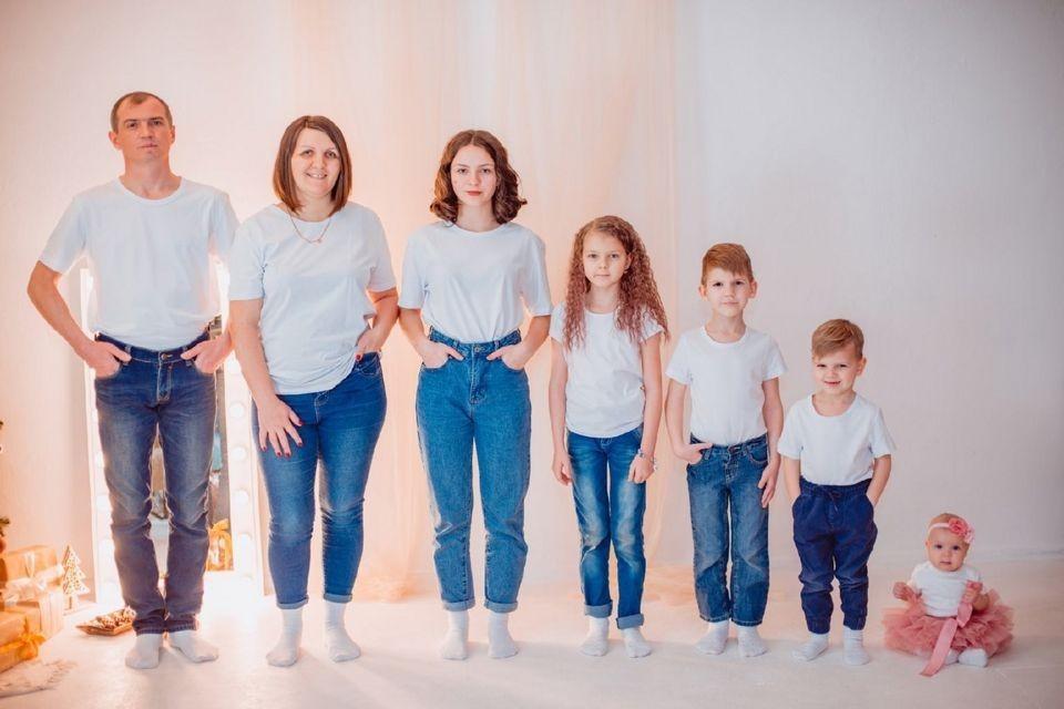 """Одна семья стала лучшей многодетной, а другая получила номинацию """"Отец года"""". Фото: ГОКУ ЦСПН по Печенгскому району"""