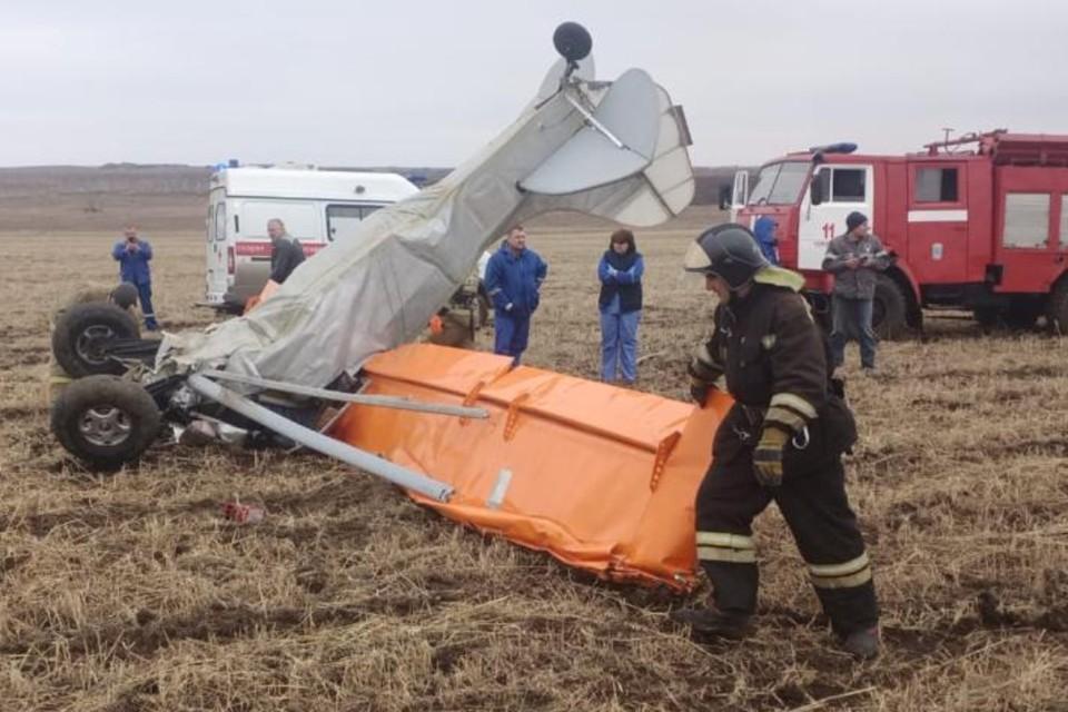 Самолет упал носом в землю.