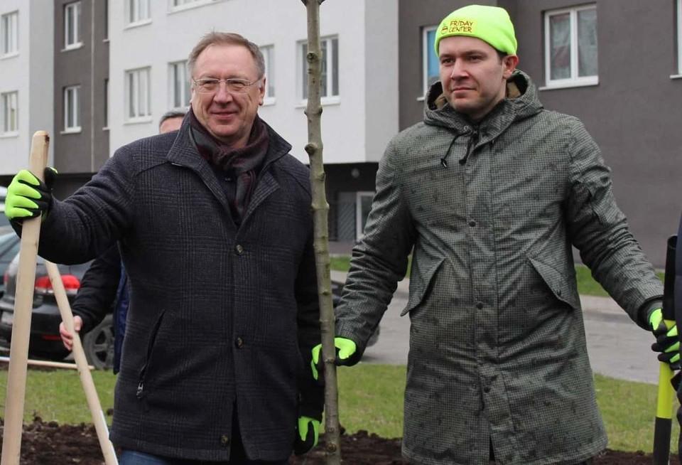 Президент «Мегаполис и партнеры» Евгений Морозов и губернатор Антон Алиханов.