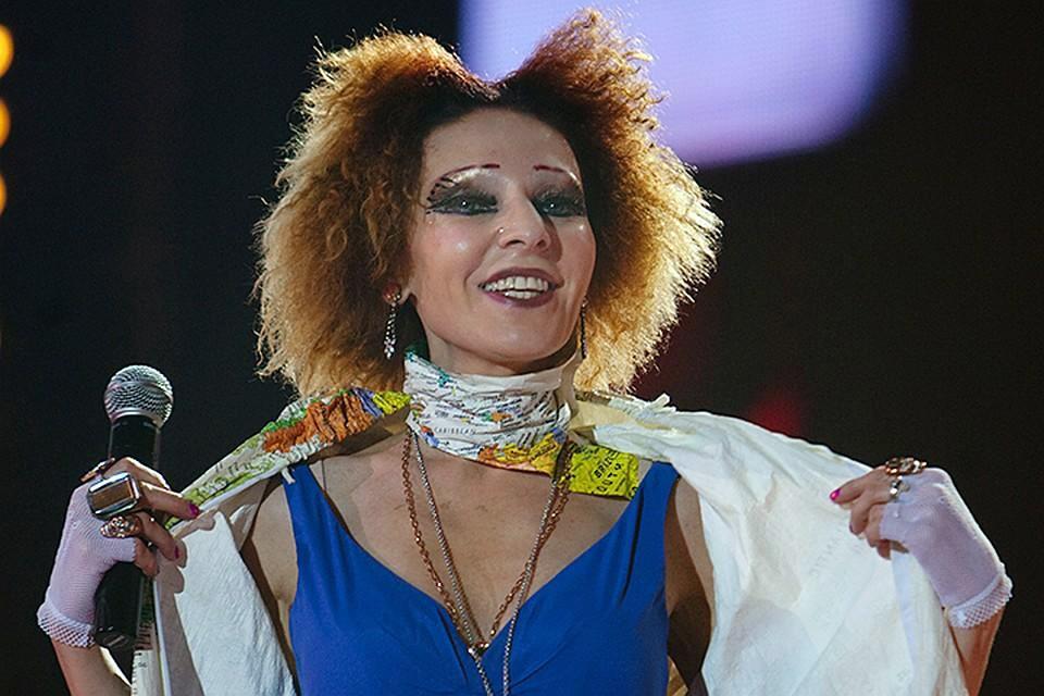 Жанна Агузарова 15 лет назад выделялась яркой внешностью