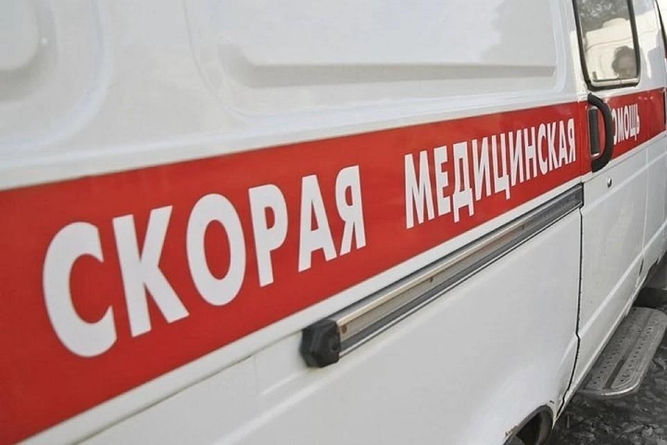 """С места аварии в больницу на """"скорой"""" увезли двух подростков."""
