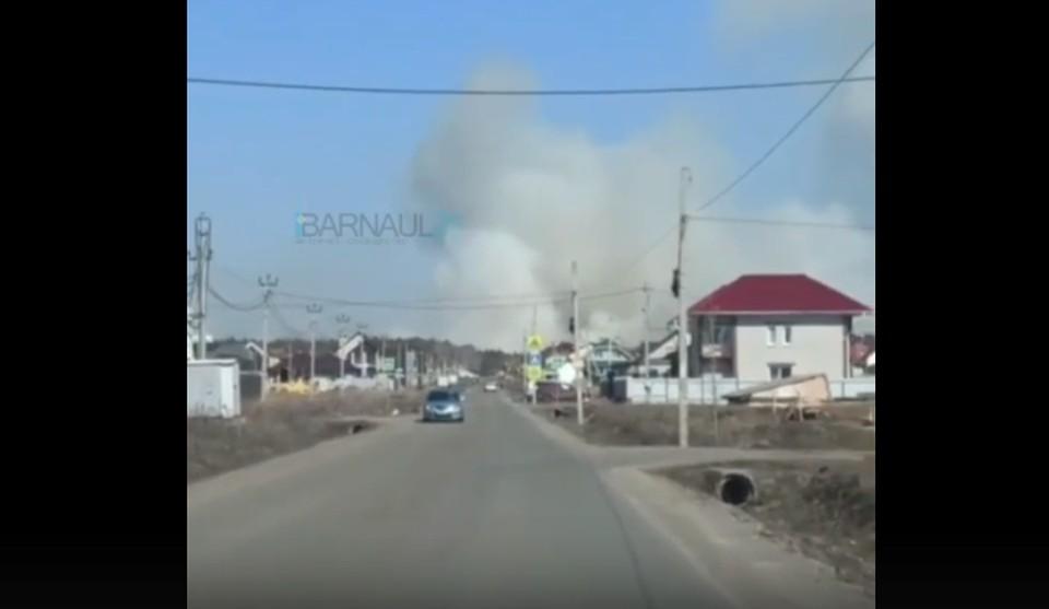 """На место уже вызвали спасателей. Скриншот видео с паблика """"Барнаул22"""", автор - Максим Ефименко"""