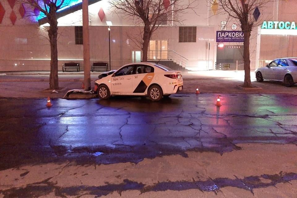 В Новосибирске таксист пробил голову в ДТП. Фото: ГИБДД по НСО.