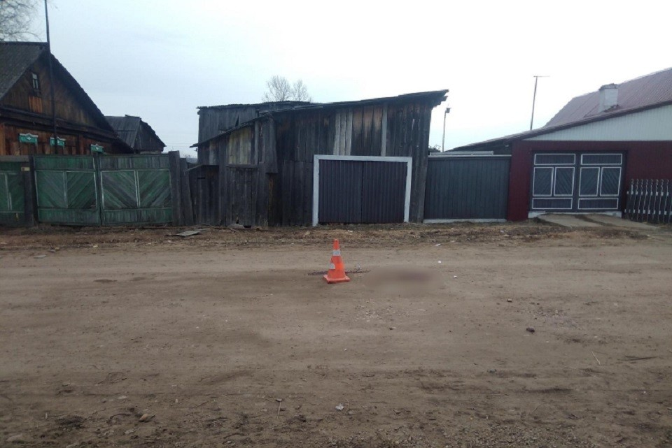 Водителя, насмерть сбившего 20-летнего парня в Тайшетском районе, разыскивают полицейские
