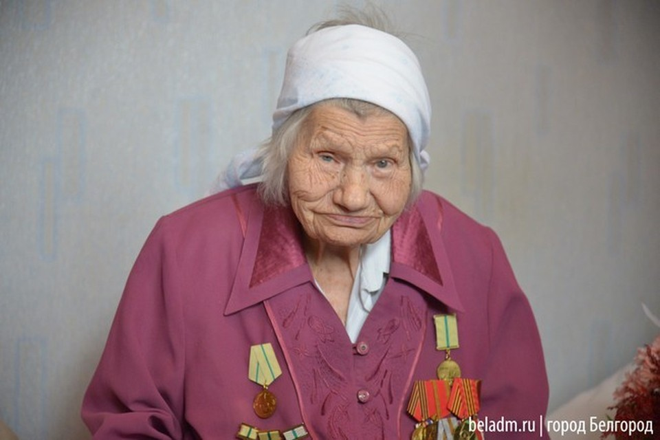 Во время Великой Отечественной войны Раиса Мураховская работала на заводе Кирова, выпускавшем танки и бронетехнику.