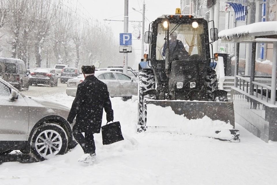 Омич угнал трактор и поехал кататься по городу.