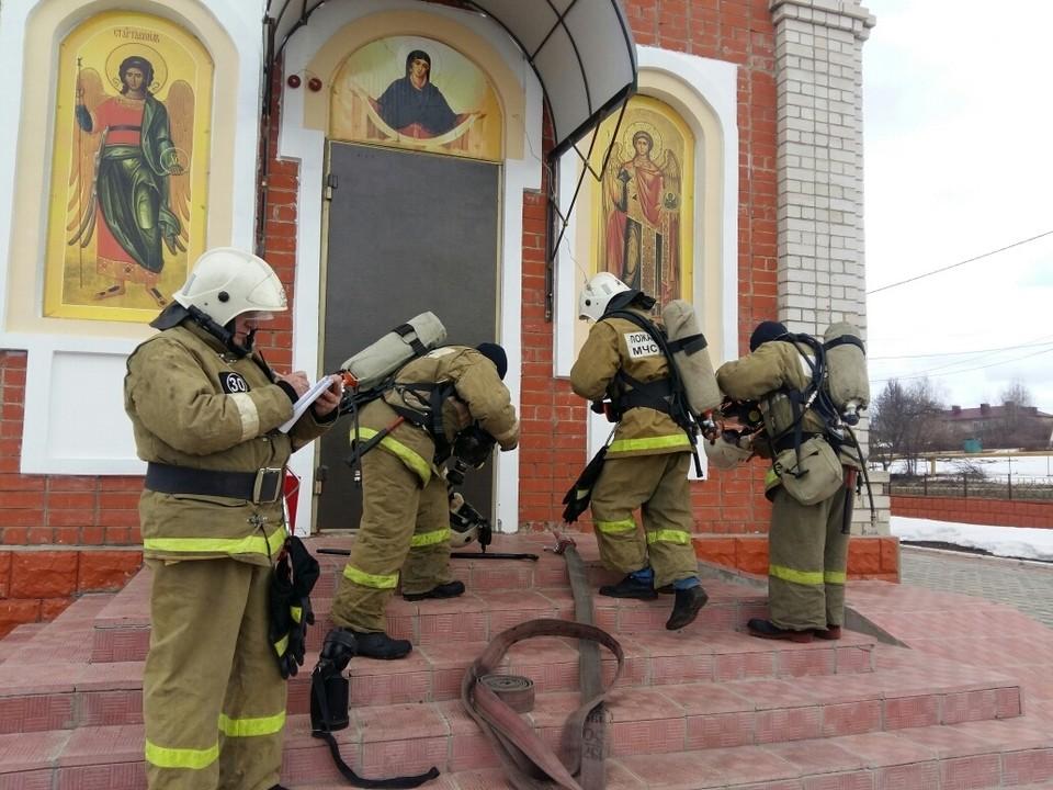 В Орле спасатели перед Пасхой проверяют храмы. Фото: ГУ МЧС России по Орловской области