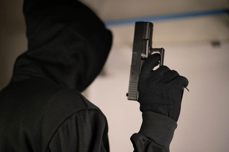 Вооруженные пистолетами и электрошокерами налетчики могли напасть на дом банкира по наводке