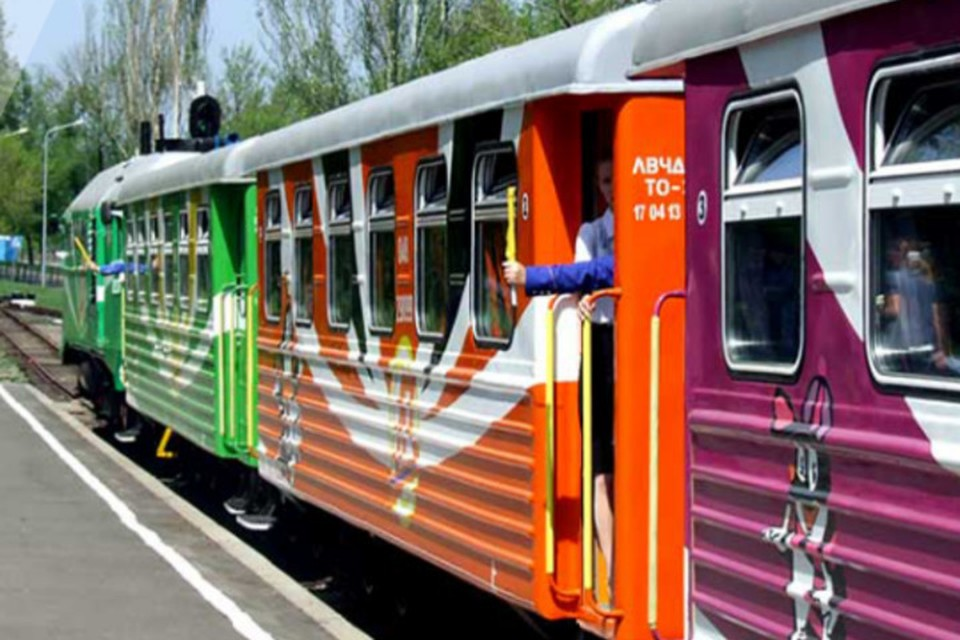 Прокатиться на фирменном поезде «Донецкие зори» можно в праздничные и выходные дни. Фото: donmintrans.ru