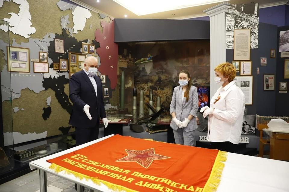 В Кузбасс передали на вечное хранение знамена Советской армии. Фото: АПК