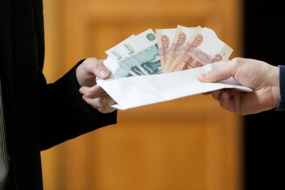 Прокуратура Лузского района заставила коммерческую организацию официально трудоустроить сотрудника, который получал зарплату «в конверте».