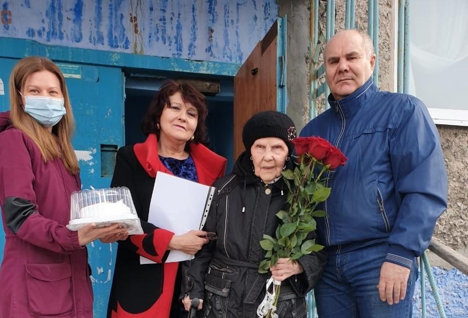 Гостей Роза Алямовна встретила на пороге ‒ спешила на прием к стоматологу. Фото: воркута.рф