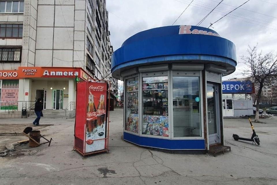 Убирать киоски с Комсомольского проспекта начали сегодня. Фото: читатель КП
