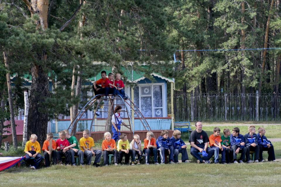 Загородные лагеря начнут принимать детей с 1 июня.