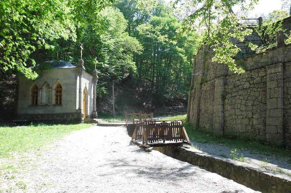 Косьмо-Дамиановский монастырь находится в 20 километрах от Алушты. Фото: свободная энциклопедия «Википедия»
