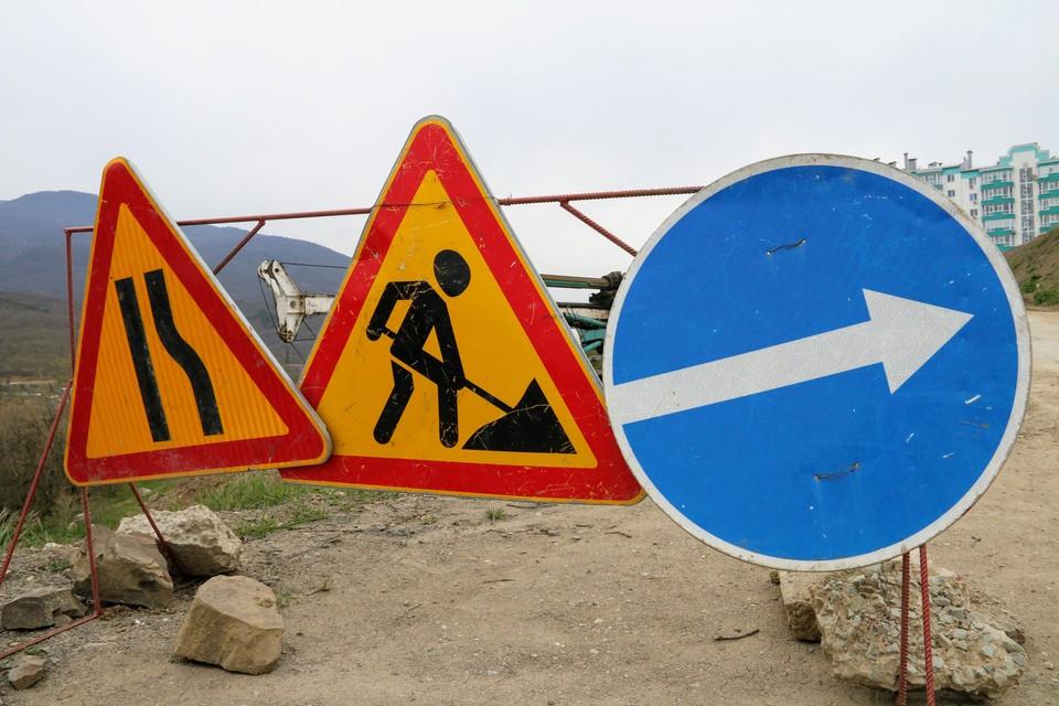 Одновременно в Крыму ремонтируют около 300 участков дорог