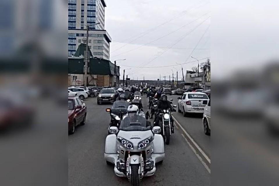 В завершение праздника большая колонна мотоциклов проехалась по городу, радуя детей и взрослых. Фото: предоставлено мотоклубом «Орден Севера»