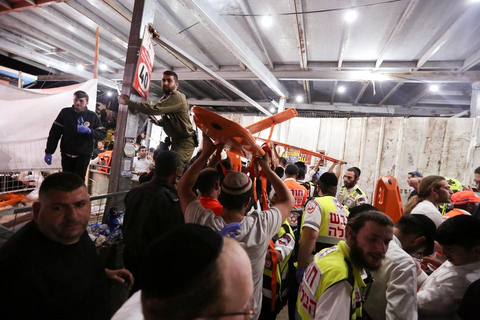 Власти Израиля задействовали армию для эвакуации тел погибших при обрушении трибуны