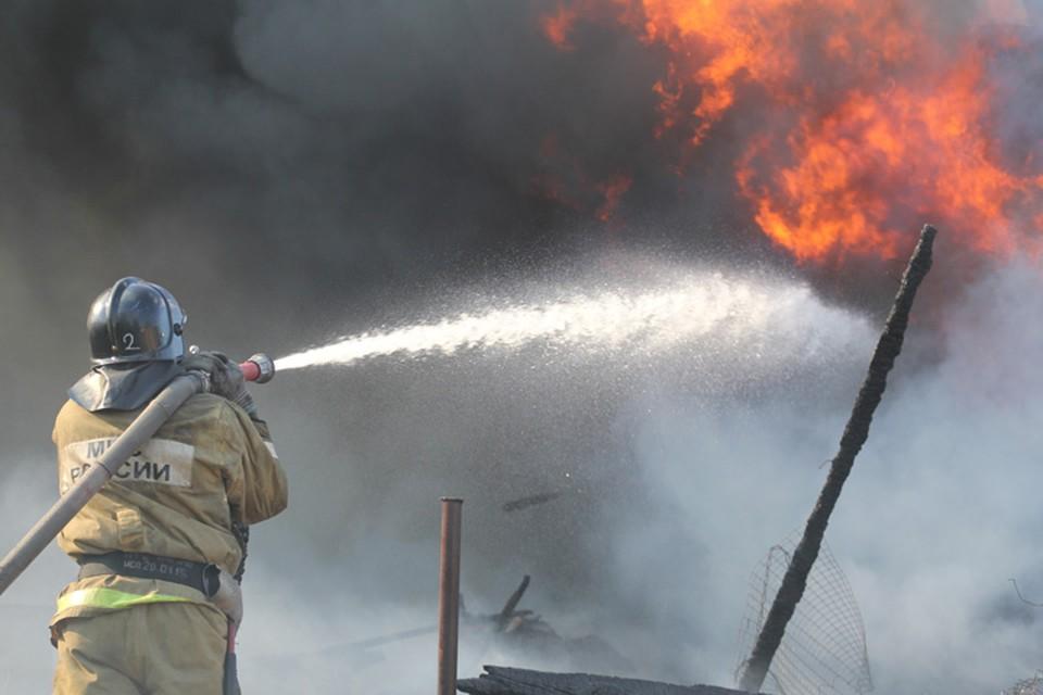 Мебельная фабрика горит в Усолье-Сибирском