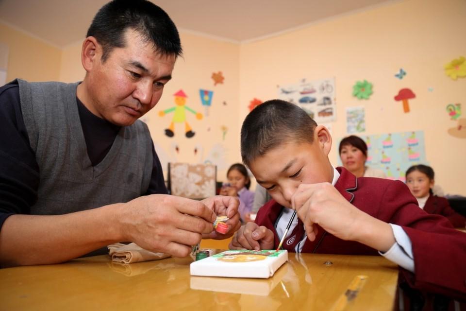 В ходе целенаправленной работы с родителями удается скорректировать их неправильную позицию по отношению к своему ребенку.
