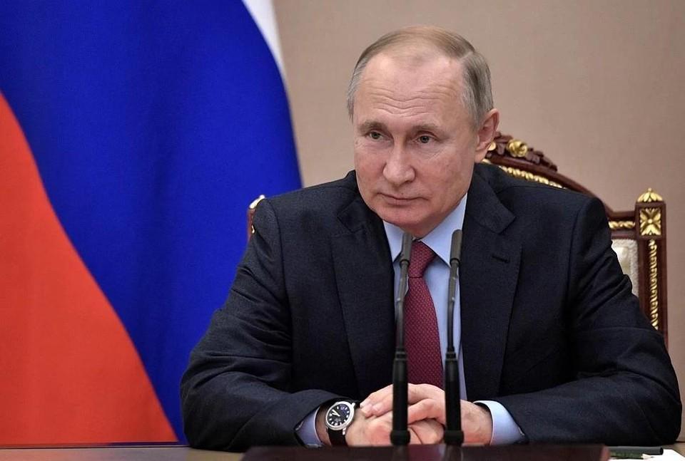 Закон об упоминании СМИ-иноагентов подписал Владимир Путин