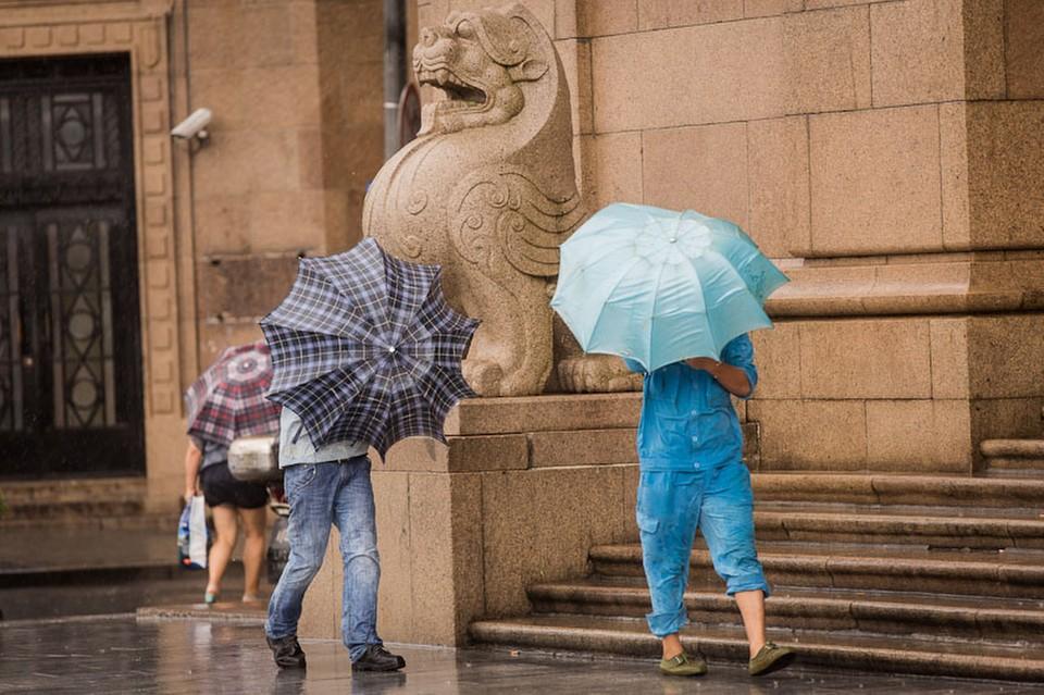 В восточной китайской провинции Цзянсу на город Наньтун обрушилась гроза с градом и ураганным ветром. В результате погибли 11 человек, еще более 100 получили травмы