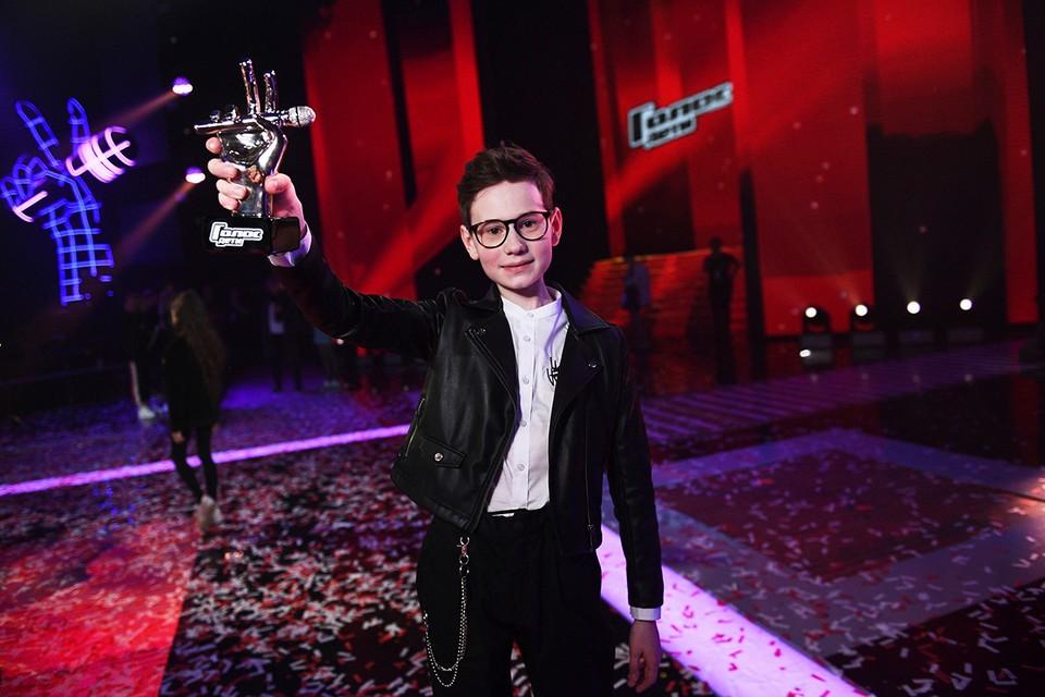 Победителем шоу «Голос.Дети-8» стал юный петербуржец Влад Тюкин. Фото: Максим ЛИ