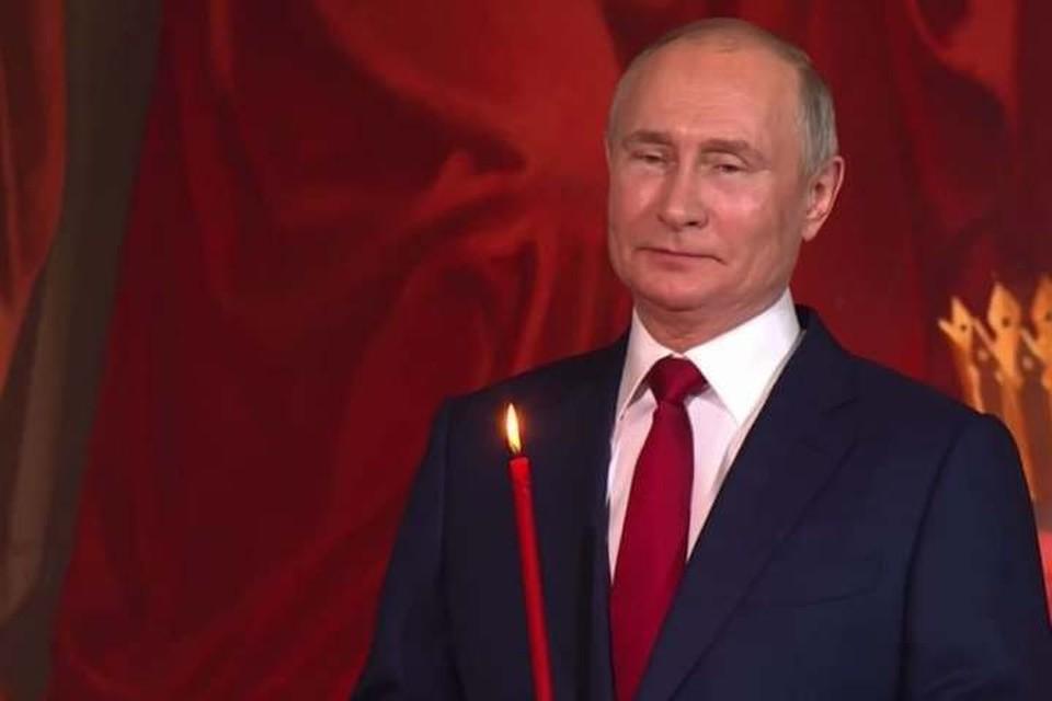 Президент России Владимир Путин посетил пасхальную службу в храме Христа Спасителя