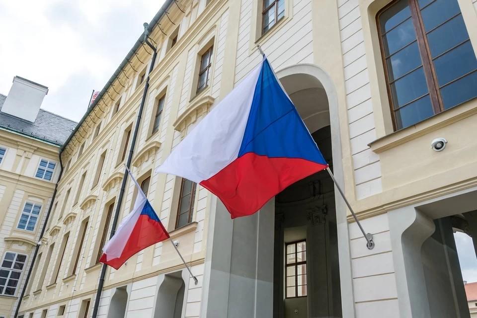 Премьер Чехии убедил главу Минюста в своей версии взрывов в Врбетице