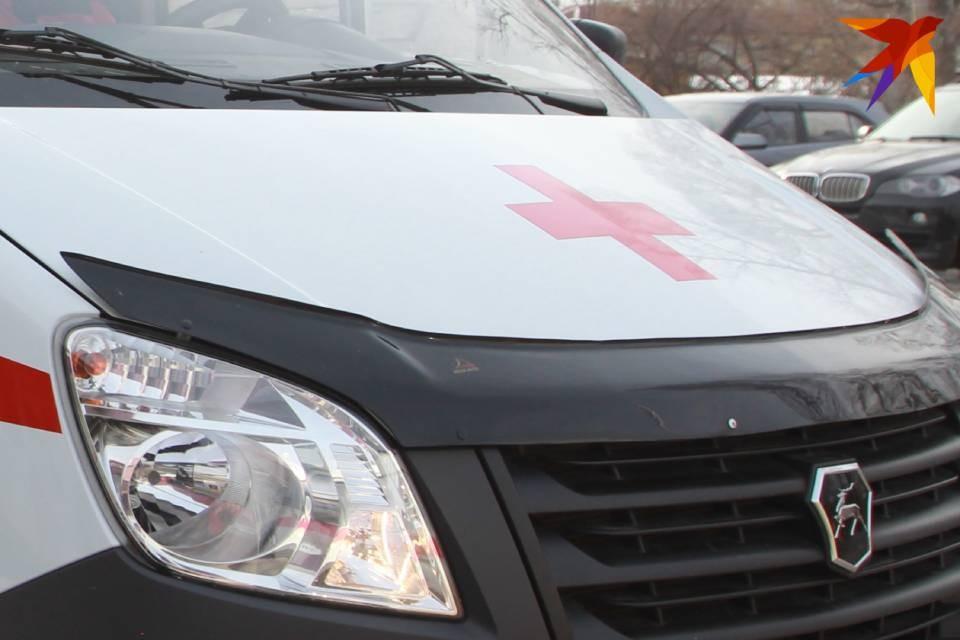 По словам очевидцев, пострадавшую девочку увезли в больницу.