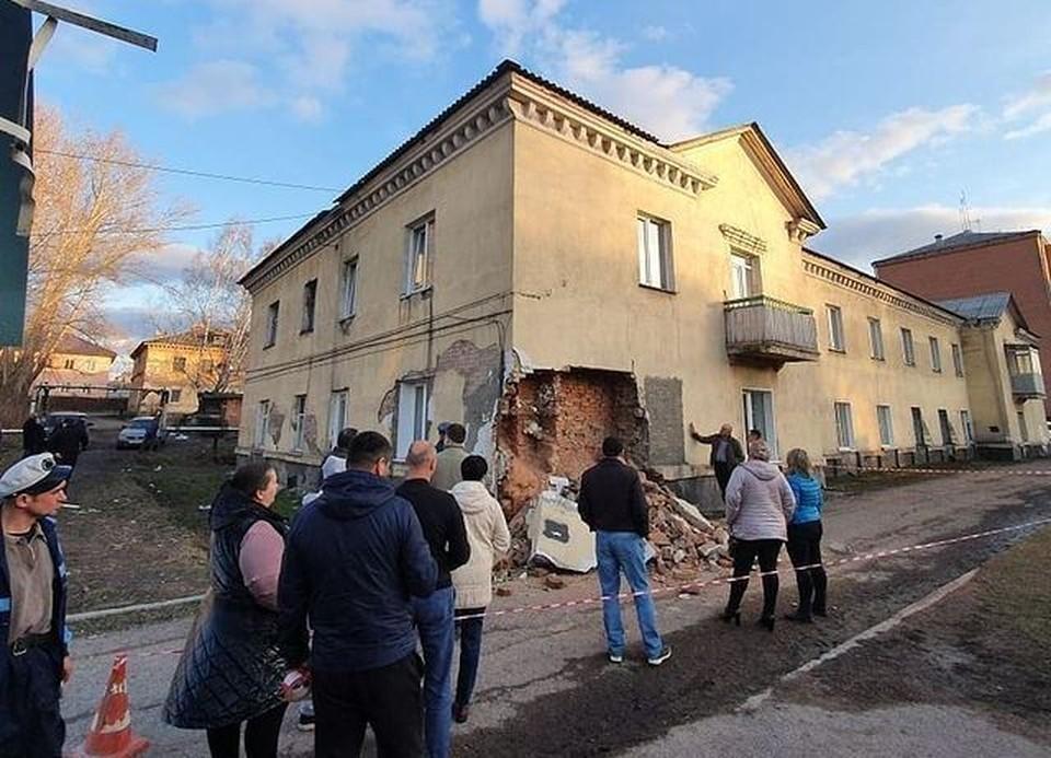 Кузбасский СК заинтересовались обрушением стены в жилом доме. Фото: adm_ksl/Instagram.