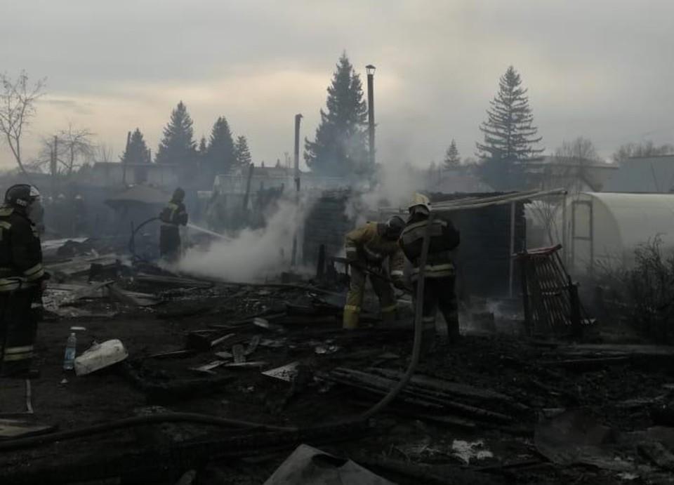 Крупный пожар обошелся без пострадавших. Фото: пресс-служба ГУ МЧС по Новосибирской области