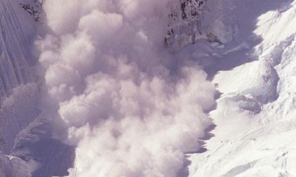 Лавина сошла в горах Бурятии.