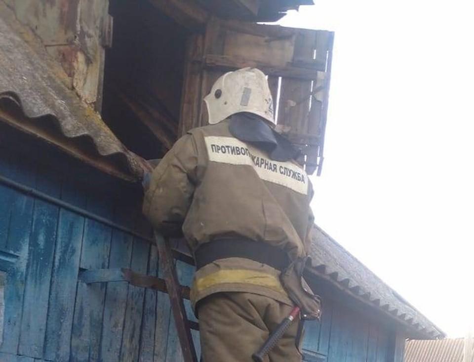 Пожар тушили 12 человек, шесть единиц техники