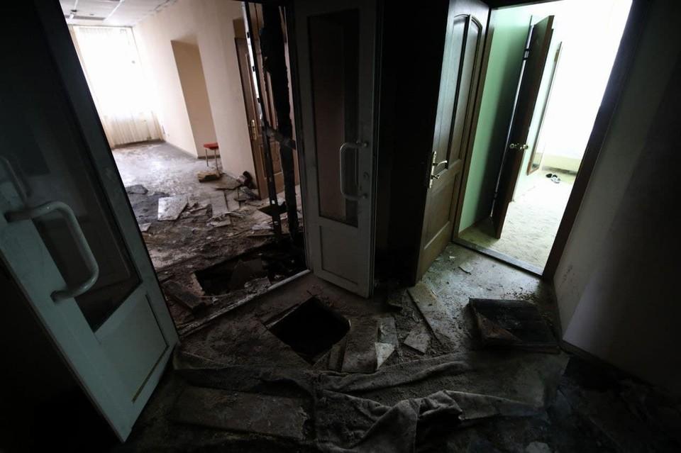 """В помещениях отеля """"Вечный зов"""" после пожара."""