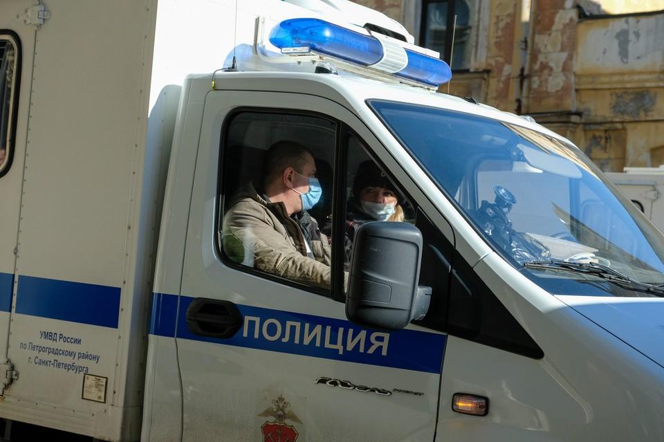 Грабитель-неудачник взял в заложники двух женщин и ребенка в Петербурге