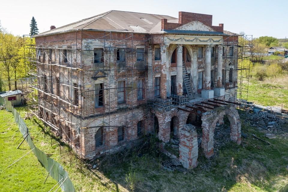 Усадьба Вяземских в Подмосковье выглядит не очень, но все же восстановить ее довольно легко, были бы деньги