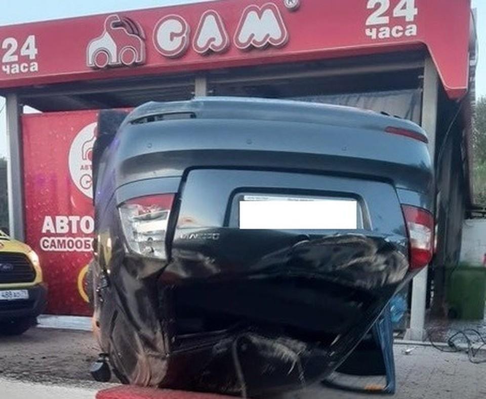 Предположительно, водитель не справился с управлением.