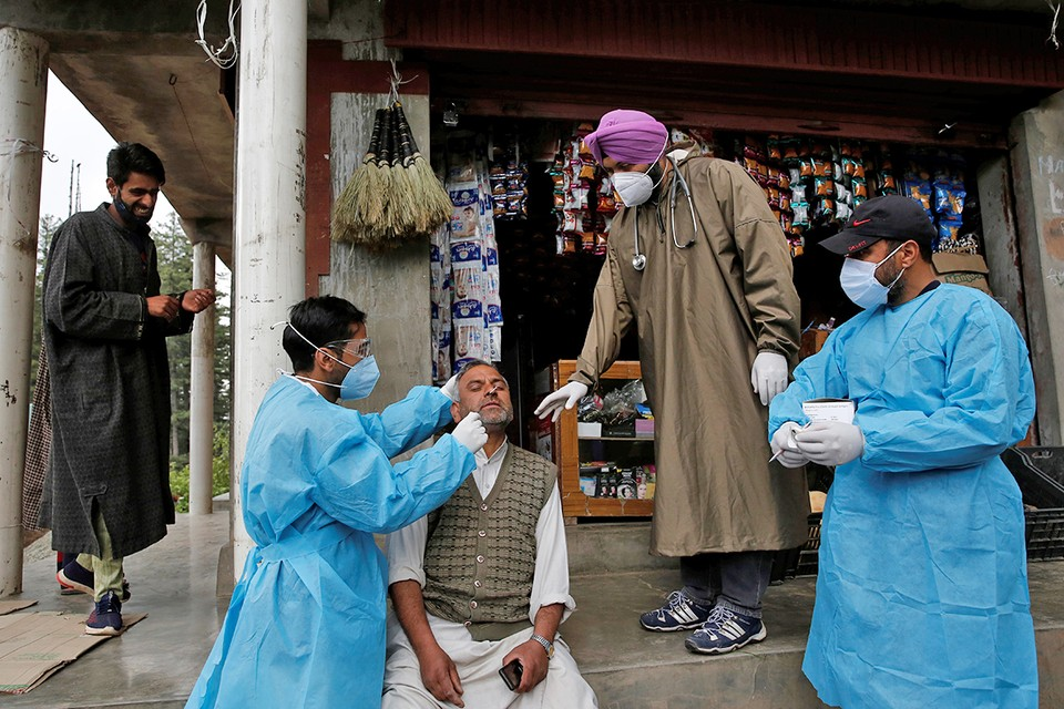Разновидность коронавируса, открытая в Индии, уже привела в этой стране к максимальному числу смертельных исходов за все время пандемии.
