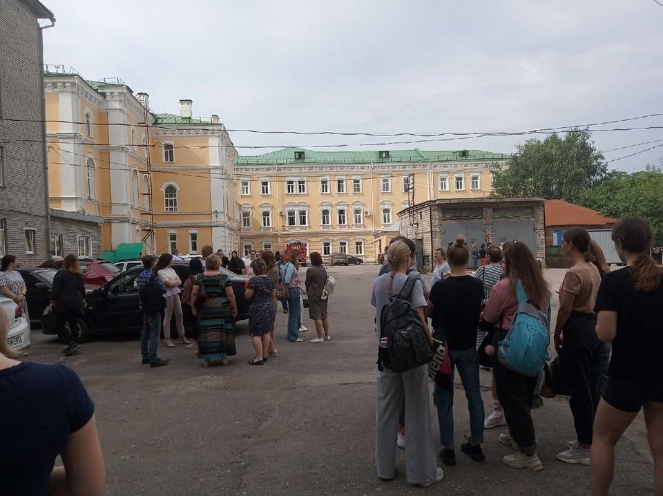 Студентов РГУ 28 мая эвакуировали из-за пожарной тревоги. Фото: Сергей УСТЮКОВ