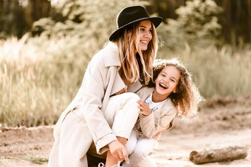 Фотографию Янины и ее дочери разместили в телеграм-канале с 80 тысячами подписчиков - после этого в аккаунте Янины появились десятки комментариев с угрозами и оскорблениями. Фото предоставлено героиней публикации